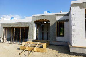 Spód monolitycznego stropu żelbetowego będzie gładki tylko wtedy, gdy mieszanka betonowa została podczas układania dobrze zagęszczona