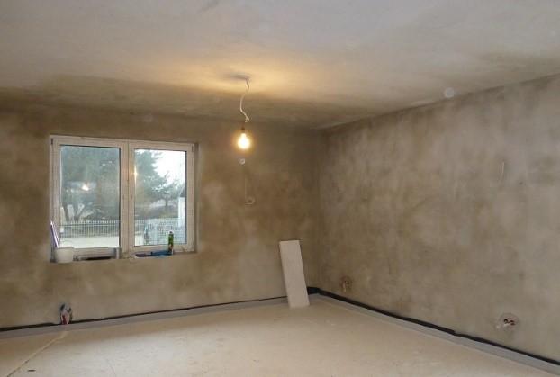 Fot. 3 – Tynki cementowo-wapienne wysychają wprawdzie wolniej i są mniej gładkie niż gipsowe, ale wciąż mają wielu zwolenników wśród inwestorów
