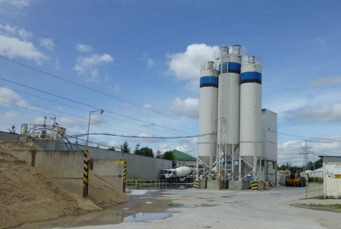 Fot. 1 – Gdy w wytwórni zamawiamy mieszankę betonową o zmodyfikowanych właściwościach, to jej pracownicy zadbają o właściwe dozowanie domieszek chemicznych